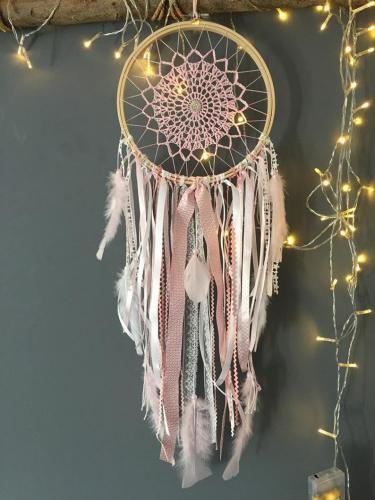 Attrape-rêves rose et blanc